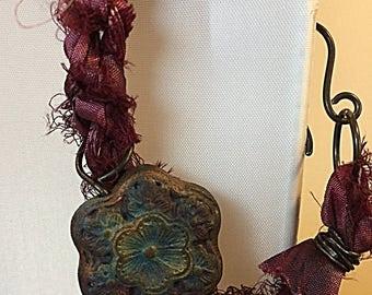 Sari silk and raku flower bracelet #queenebead