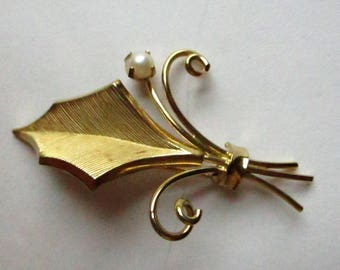 Vintage 12K GF CR Co Leaf With Pearl Bundled Scrolls Brooch Pin Goldtone Gold Filled Costume Jewelry