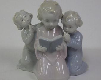 Beautiful Vintage German Metzler & Ortloff Figure 3 Children Kneeling Singing
