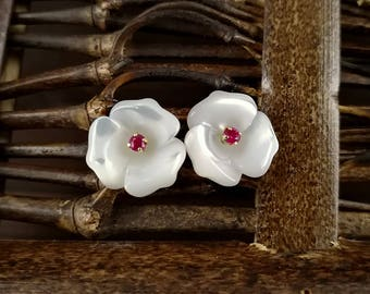 10pcs 10mm White Mother of Pearl Flower Beads White Shell Carved Flower Beads 3-petal Flowers