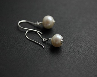 Silver Freshwater Pearl earrings - Wire wrapped Pearl Earrings - White Freshwater Pearl Earrings - Sterling silver Pearl Earrings