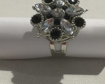 Black and white RHINESTONE flower ring