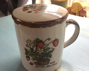 Vintage wild strawberry coffee cup with lid