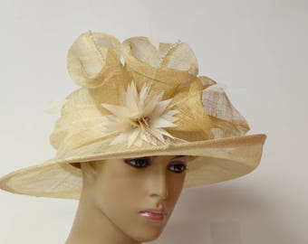 Beige Sinamay hat with feather flowers,mid-brim hat,high quality,light and comfortable,Kentucky Derb,English Royal hat,Formal Dressy,Church