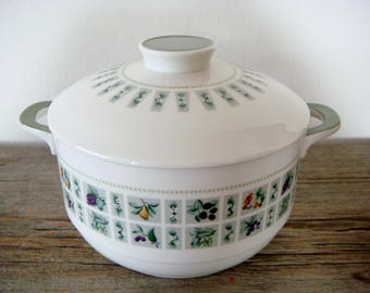 Royal Doulton Tapestry 2.5 Quart Covered Casserole Dish T.C. 1024