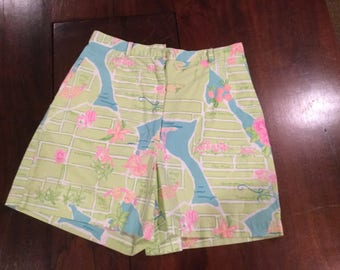 LILLY PULITZER SHORTS Fashion Boulevard Themed Shorts Palm Trees Shells Road Maps Floral Script Size 4 Small Lilly Label Hong Kong