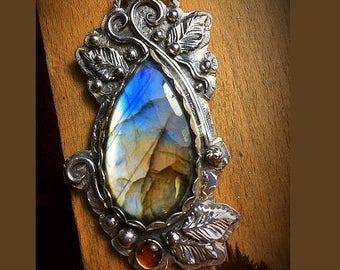 Labradorite Pendant, Blue stone pendant, Flashing Labradorite Pendant, Mother's Day Gift, Handmade Blue Stone Necklace, Wedding Necklace