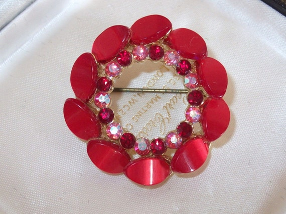 Lovely vintage  goldtone red aurora borealis thermoset lucite brooch