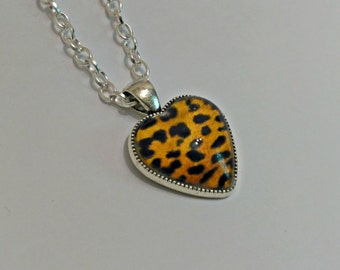 Hanging heart, hanging Leopard