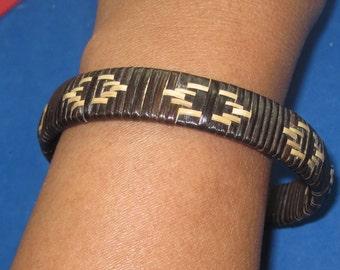 Q-24 Vintage Bracelet 9 in long