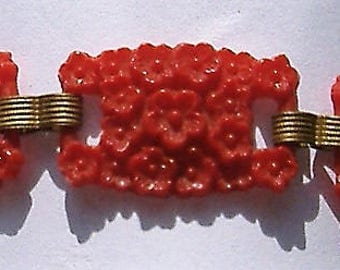 CARVED RED BAKELITE bracelet art deco
