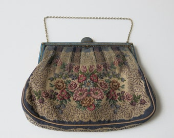 ANTIQUE TAPESTRY HANDBAG - Trompe l'oeil handmade tapestry evening bag with enamel and pearls closure