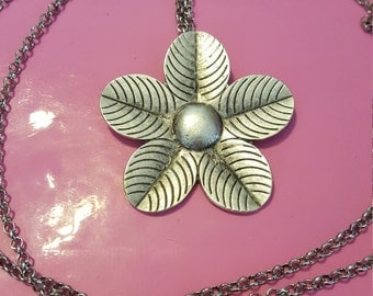 Silver flower pendant necklace