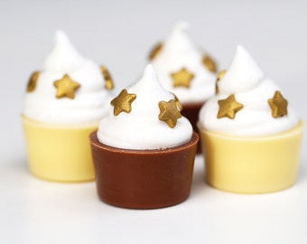 Chocolate and marshmallow cupcakes with star candies