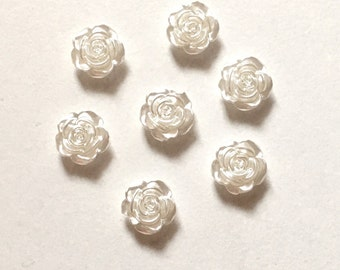 10 White Flower Cabochons ~ White Flower Embellishments ~ White Flower Flat Backs ~ Jewellery Making ~ Card Making ~ Scrapbooking