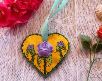 Gold heart/purple roses