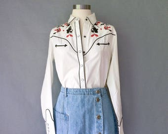 vintage southwersten/western/tribal/cowboy/cowgirl style button down blouse/shirt/top size S/M