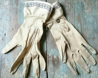 Vintage Victorian gloves. Embroidered cuffs. Pretty snap studs. Soft fabric gloves.