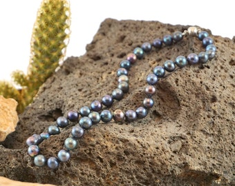 Meant-to-be-Worn Pearl Necklaces (Gift Boxed)