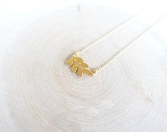 18k gold plated leaf pendant necklace woth 14k gold filled chain, gold leaf pendant necklace, gold dainty leaf pendant