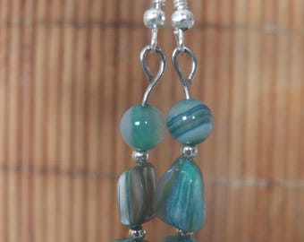 Earrings in Pearl and agate several shades of blue