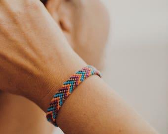 Friendship bracelet - Unisex bracelet - Threaded bracelet - Multicolored braided bracelet - Surfers bracelet - Everyday comfy jewelry