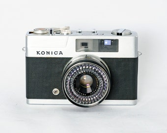 KONICA EE Matic Rangefinder Camera with Konica HEXAGON 40mm f2.8 Lens and original leather case