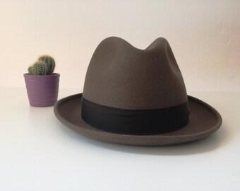 Mens hat. US 7 1/4. Unique piece. Formal hat. Trilby. Brown hat. Italian hat. 1970s. Vintage hat. Casual hat. Original vintage. 58 cm.