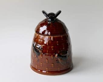 Vintage glazed ceramic honey pot beehive jar. Honey pot. Honey jar. Ceramic beehive bumble bee honey pot. Ceramic beehive honey pot.