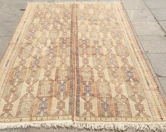 Unusual white embroidered kilim rug 8 x 5 ft
