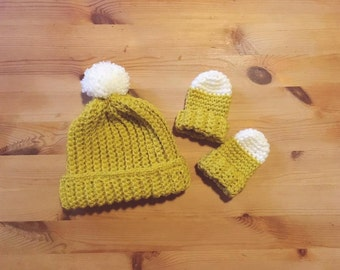 A Little Ray Hat and Mitten Set