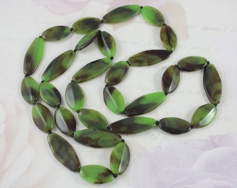 Long Art Deco Necklace, Marbled Green And Black Necklace, Early Plastic Bead Necklace, Flapper Bead Necklace, Vintage Green Necklace