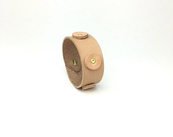 Natural tan leather bracelet cuff / Leather cuff bracelet for women / studded leather cuff / Vegetable tan leather bracelet / boho chic