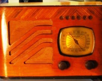 Vintage Philco Table Radio, Model 39-7
