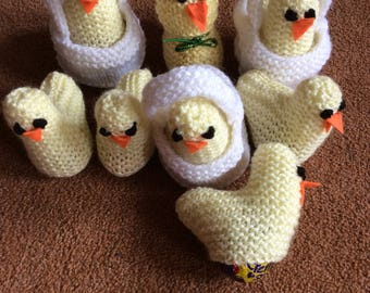 Knitted Easter Chicks (in baskets) with Creme Egg