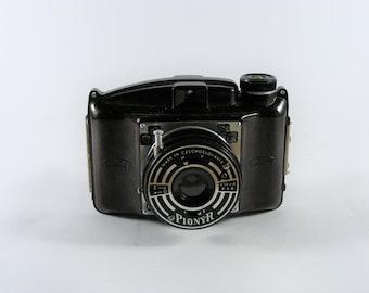 Vintage Pionyr Czechoslovakia Bakelite Analogue Camera