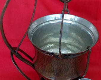 Copper pot to reheat a liquid