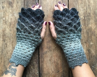 Dragon Scale Gloves, Fingerless Mittens, Crochet, Dragon egg, Khalessi, Mother of Dragons, Game of Thrones, Fantasy, Valentines, Gloves