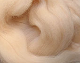 Merino Wool top fibre, flesh colour roving, 100g, Needle felting, wet felting, spinning, flesh colour