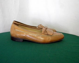 Sz 10.5 Vintage light brown leather 1980s Italian made Men Stanley Blacker flat slip on loafers.