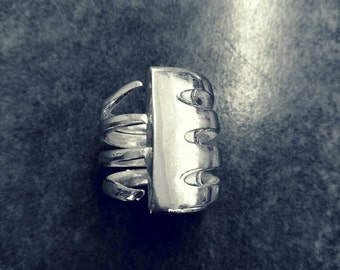 THORAX fork ring size 6