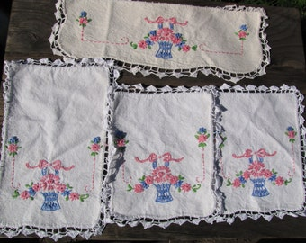 VTG Embroidered Doilies Doily SCARF Tatted Lace Floral 4 piece Set Pink Blue Bouquet