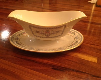 Oxford Gravy Boat Fontaine Pattern