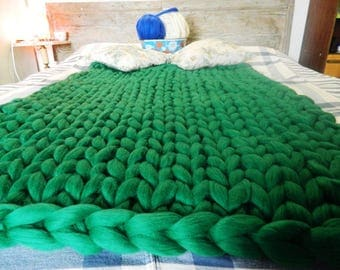 Oversize Wool Blanket. Green Chunky Giant Throw Blanket. Arm Knitted Blanket. Bulky Knit Throw. Green Giant knit blanket. Housewarming gift.