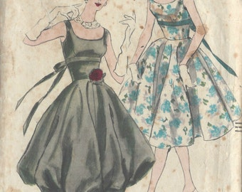 "1950s Vintage VOGUE Sewing Pattern DRESS B32"" (R353) Vogue 9875"
