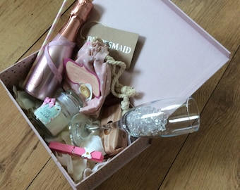 Bridesmaids, mother of the bride, maid if honour box