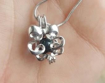 Christmas ribbon pendant with pearl grade aaa