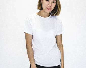 White woman T-shirt   Basic tee   White sleeves sweater short   Organic cotton clothing   Minimalist   Fact in Quebec   Recycled
