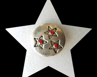 Snap Charm Button, Red Rhinestones with Star detail.  Fits typical  Ginger snaps, Noosa, Magnolia & Vine and others