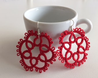 Earrings made with tatting